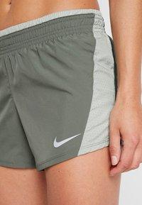 Nike Performance - Pantalón corto de deporte - juniper fog/jade horizon/galactic jade/wolf grey - 4