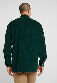 Levi's® - OVERSIZED WORKER - Camisa - pine grove - 2