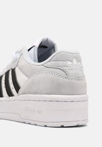 adidas Originals - RIVALRY UNISEX - Trainers - white/blue/black - 6