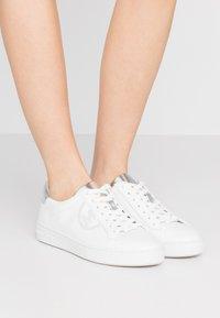 MICHAEL Michael Kors - KEATON LACE UP - Sneaker low - optic/silver - 0