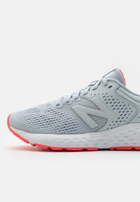 New Balance - 520 - Neutral running shoes - grey/pink - 5