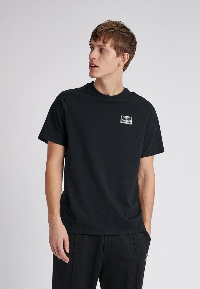 UNISEX HMLFERIE  - Print T-shirt - black
