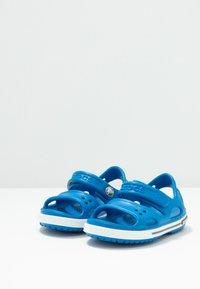 Crocs - Sandały kąpielowe - bright cobalt/charcoal - 3