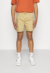 Redefined Rebel - THOMAS - Shorts - sand - 0
