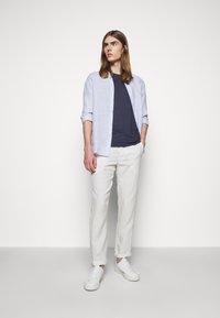 120% Lino - SHORT SLEEVE  - Basic T-shirt - blue navy - 1