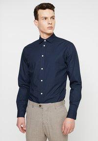 Selected Homme - SLHSLIMMARK-WASHED - Business skjorter - navy blazer - 0
