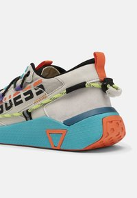 Guess - MODENA ACTIVE - Trainers - white/multi - 6