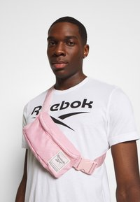Reebok - WORKOUT READY WAIST BAG - Bum bag - pink - 1