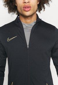 Nike Performance - DRY ACADEMY SUIT SET - Træningssæt - black/saturn gold - 3