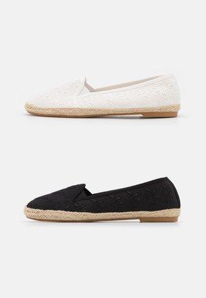 2 PACK - Espadrilles - white/black