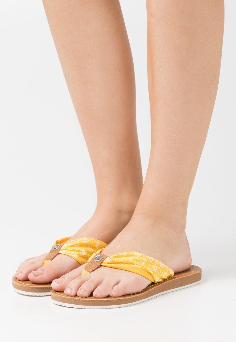 TOM TAILOR - Sandály s odděleným palcem - yellow
