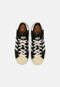 adidas Originals - SUPERSTAR UNISEX - Sneakers basse - black - 3