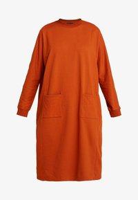 Monki - PLING DRESS - Vapaa-ajan mekko - rust - 4