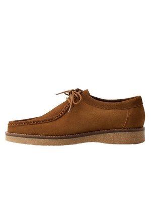 WALLABEE - Boat shoes - sandfarben