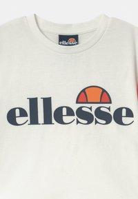 Ellesse - LAYKE - Triko spotiskem - off white - 2