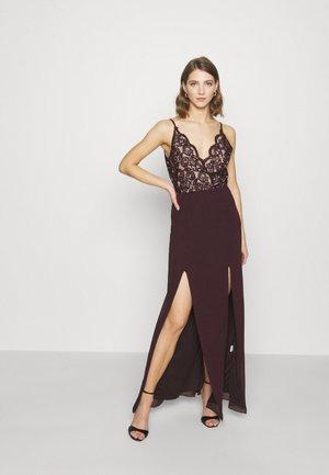 LILITH - Společenské šaty - dark plum