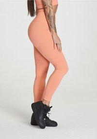carpatree - SEAMLESS LEGGINGS MODEL ONE - Trikoot - peach orange - 3
