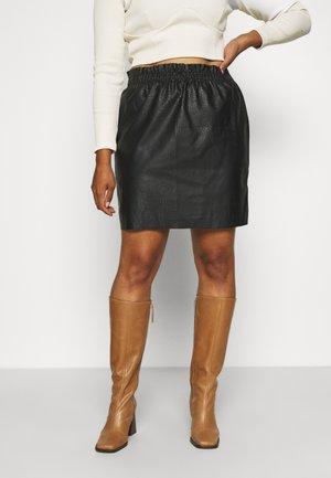 VMRILEY RUFFLE SHORT GRAIN SKIRT - Spódnica mini - black
