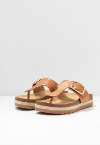 Call it Spring - SKYYE - Sandály s odděleným palcem - cognac - 4