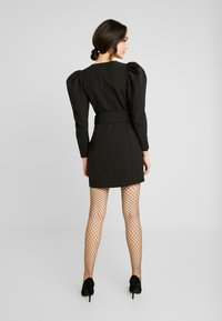 Nly by Nelly - BELTED PUFF DRESS - Cocktailkjole - black - 2