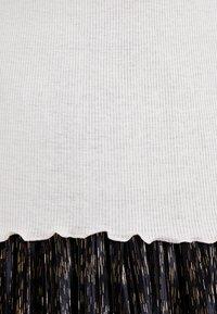 Rosemunde - SILK-MIX T-SHIRT TURTLENECK RGULAR W/LACE - Print T-shirt - soft power - 5