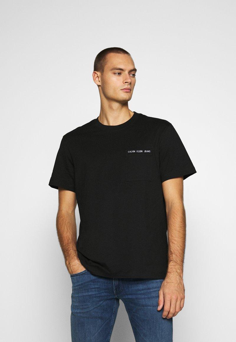 Calvin Klein Jeans - INTARSIA POCKET TEE - T-shirts print - black