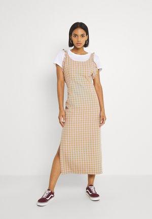 BANDIT DRESS - Vestito lungo - lilac/gold