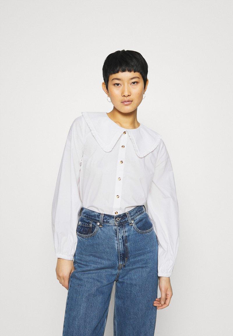 JUST FEMALE - EASE FRILL - Overhemdblouse - off white