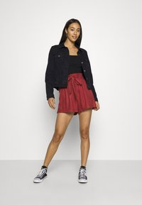 Hollister Co. - Shorts - red - 1