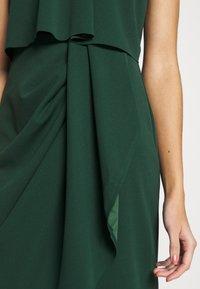 WAL G. - HALTER KNECK FITTED MIDI DRESS - Sukienka z dżerseju - forest green - 5