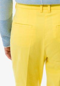 BRAX - STYLE MARA S - Broek - yellow - 4