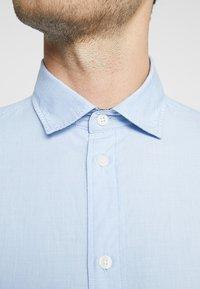 Selected Homme - SLHSLIMMARK WASHED - Formal shirt - light blue - 6