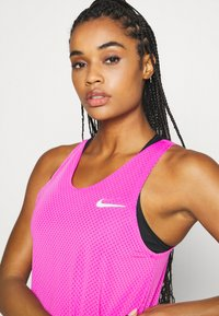 Nike Performance - TANK BREATHE - Funktionströja - fire pink/reflective silver - 4