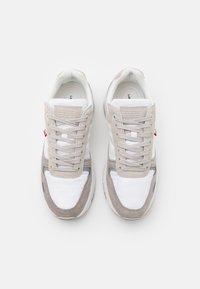 Levi's® - PINECREST - Zapatillas - regular white - 3