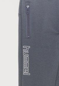 Hummel - OCHO PANTS UNISEX - Teplákové kalhoty - ombre blue - 2