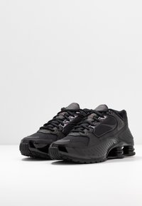 Nike Sportswear - SHOX ENIGMA 9000 - Sneakersy niskie - black/gym red - 4