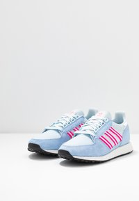 adidas Originals - FOREST GROVE  - Sneakers - periwi/crystal white/shock pink - 2