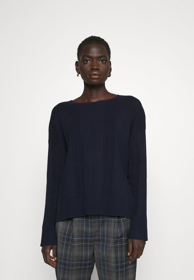 Stickad tröja - blue space