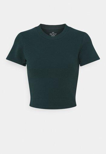 Basic T-shirt - june bug