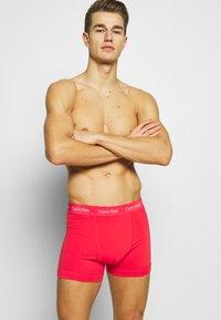 Calvin Klein Underwear - TRUNK 3 PACK - Pants - red/blue - 3