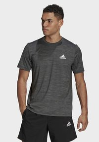 adidas Performance - M HT EL TEE - T-shirt z nadrukiem - black melange - 0