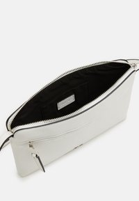 PARFOIS - CROSSBODY BAG BALLOON - Schoudertas - white - 2