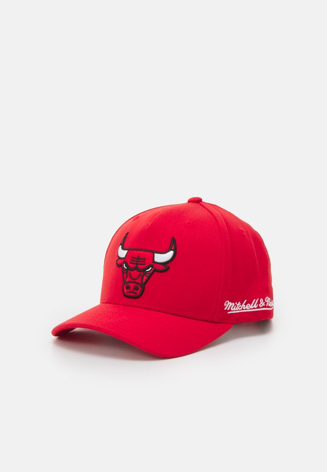 NBA CHICAGO BULLS DROPBACK SOLID REDLINE SNAPBACK - Keps - red