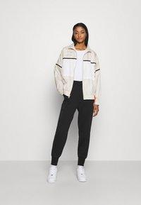 Nike Sportswear - ARCHIVE RMX - Chaqueta de deporte - light bone/white/healing orange - 1