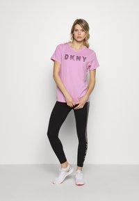 DKNY - TRACK LOGO - Print T-shirt - rosebud - 1