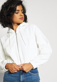 BDG Urban Outfitters - HOODED JACKET - Bomber Jacket - warm white - 3