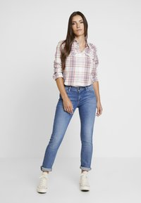Lee - ELLY - Jeansy Slim Fit - mid hackett - 1