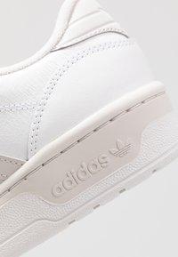 adidas Originals - RIVALRY - Sneakersy niskie - footwear white/grey one - 5