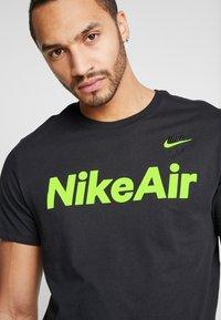 Nike Sportswear - AIR TEE - Print T-shirt - black/volt - 3