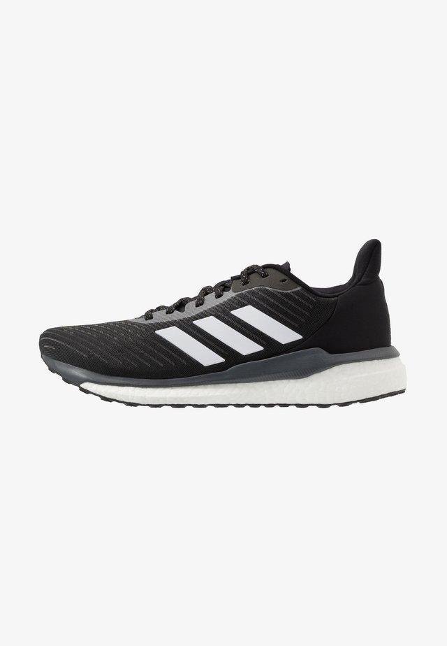SOLAR DRIVE 19 - Neutrální běžecké boty - core black/footwear white/grey six